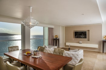 Presidential Room, 2 Bedrooms, Ocean View - FLEX CANCELLATION, Kids Free.