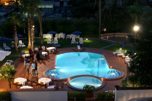 . Hotel Barbarella