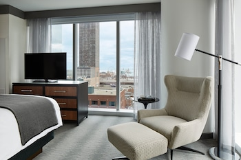 Suite, 1 King Bed, Lake View