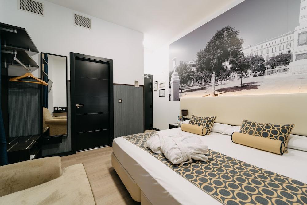https://i.travelapi.com/hotels/10000000/9070000/9067900/9067872/2360ea80_z.jpg