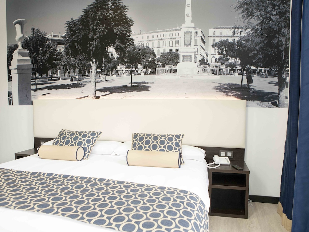 https://i.travelapi.com/hotels/10000000/9070000/9067900/9067872/2cec5bdc_z.jpg