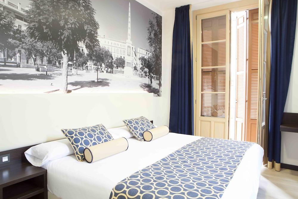 https://i.travelapi.com/hotels/10000000/9070000/9067900/9067872/70dbfdb3_z.jpg