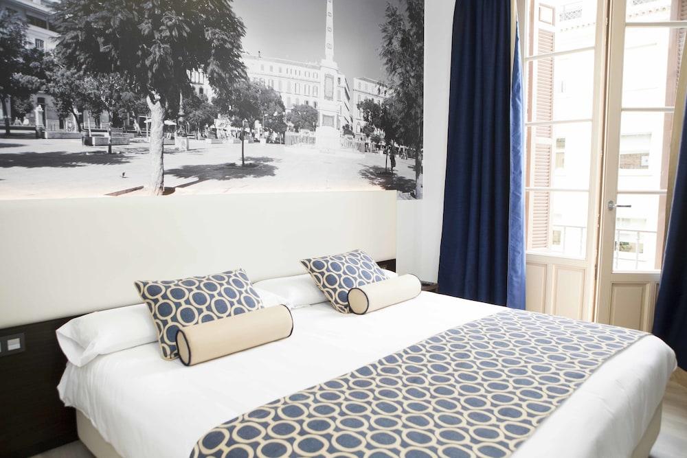 https://i.travelapi.com/hotels/10000000/9070000/9067900/9067872/931a0bd9_z.jpg