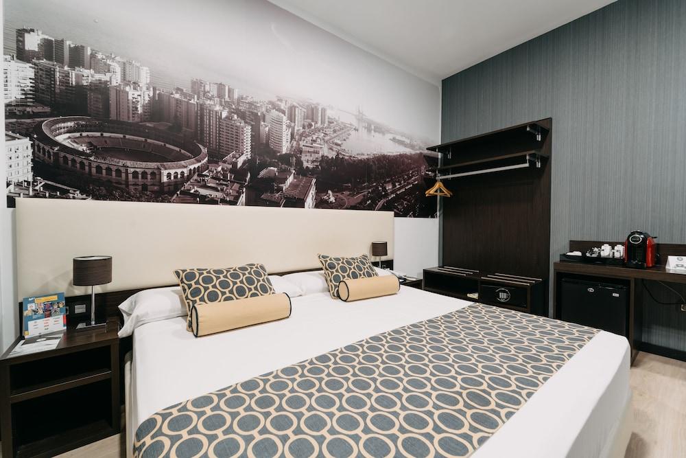 https://i.travelapi.com/hotels/10000000/9070000/9067900/9067872/9b2fdfc5_z.jpg