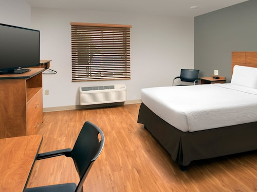 WoodSpring Suites Cleveland Airport, Cuyahoga