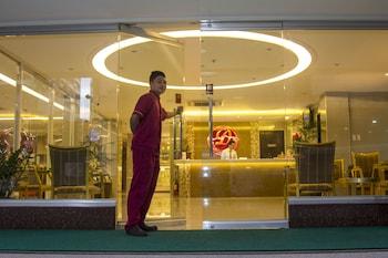 Dcircle Hotel Manila Property Entrance