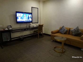 Dcircle Hotel Manila Living Area