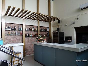 Dcircle Hotel Manila Bar