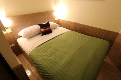 Sukhumvit 20 Hotel, Khlong Toey