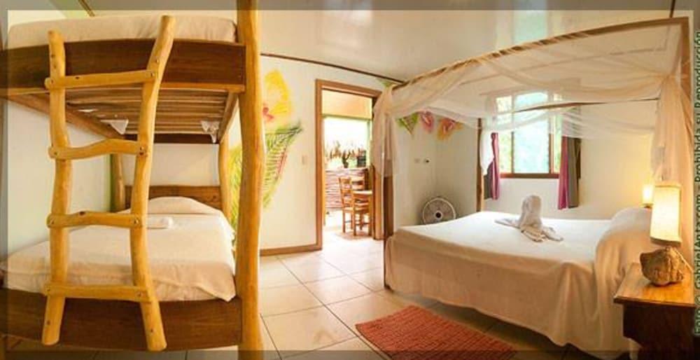 https://i.travelapi.com/hotels/10000000/9100000/9098300/9098295/69d4a126_z.jpg