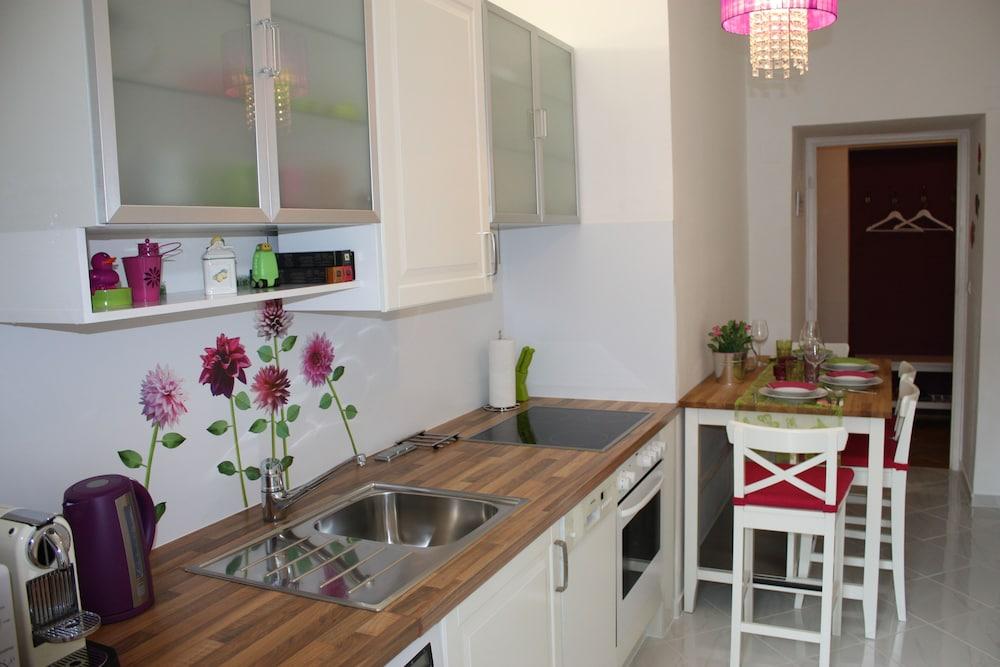 GoVienna Park Apartment
