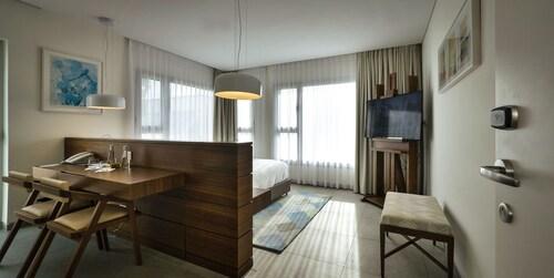 Elma Hotel and Art Complex,