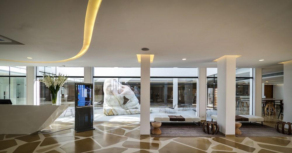 https://i.travelapi.com/hotels/10000000/9110000/9105300/9105267/8fab8701_z.jpg