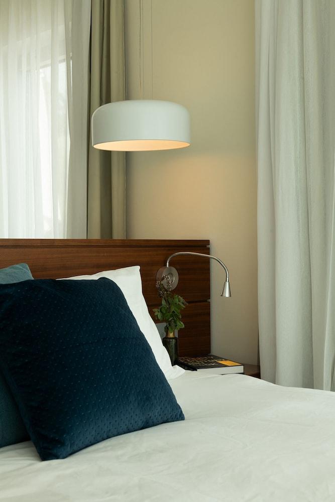 https://i.travelapi.com/hotels/10000000/9110000/9105300/9105267/b749dc66_z.jpg