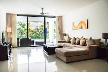 Luxury Apartment, 2 Bedrooms, Kitchenette, Poolside