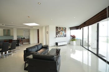 Penthouse 3 bedroom, Seaview, Private Pool