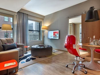 Grand Suite, 1 King Bed, Accessible
