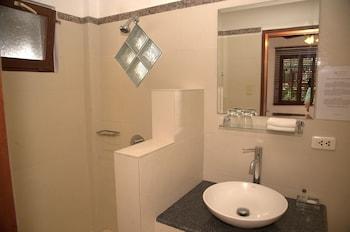 Atlantis Dive Resort Dumaguete Bathroom