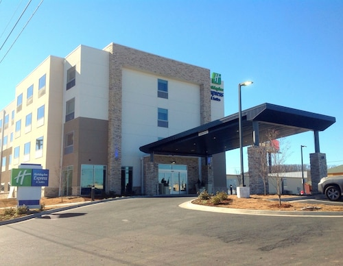 . Holiday Inn Express & Suites Tahlequah, an IHG Hotel