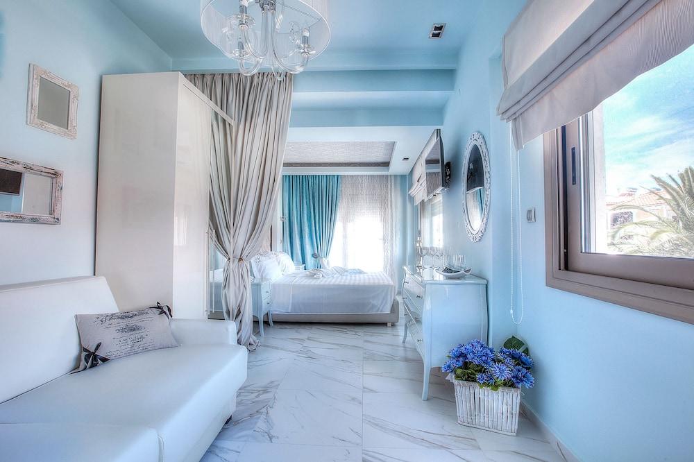 https://i.travelapi.com/hotels/10000000/9140000/9130800/9130770/b024f1ce_z.jpg