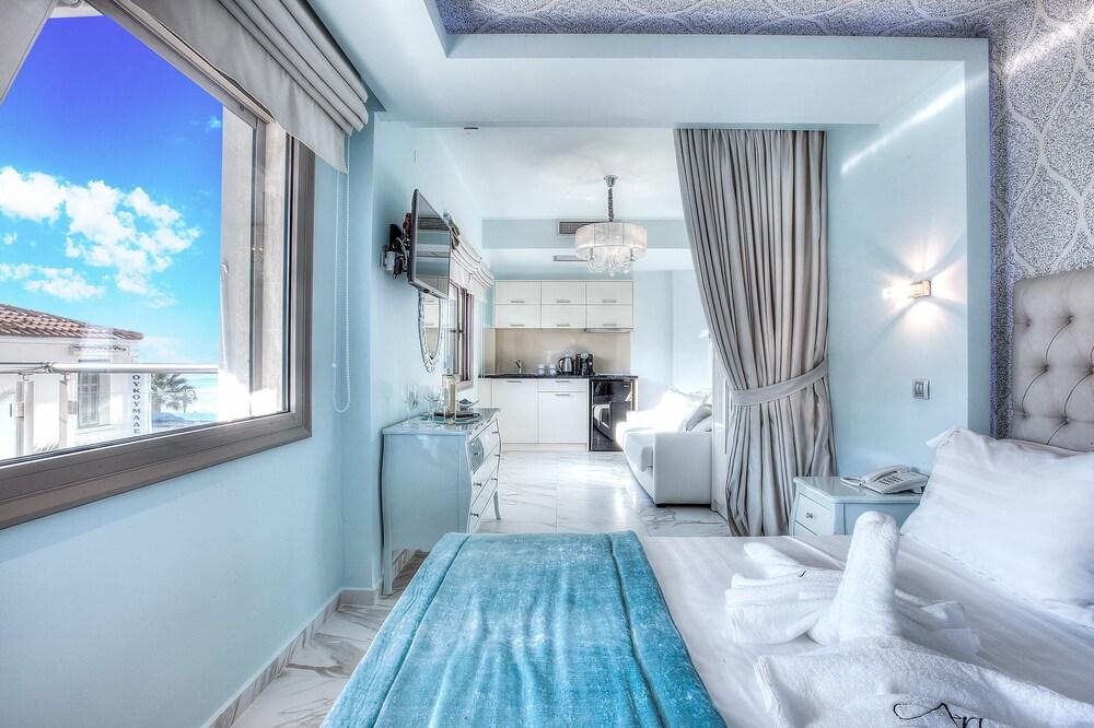https://i.travelapi.com/hotels/10000000/9140000/9130800/9130770/b1b7d79b_z.jpg