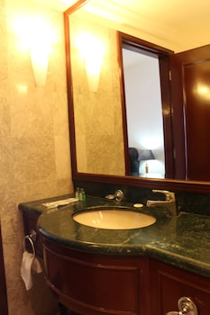 Grand Service Suite at Times Square - Bathroom  - #0