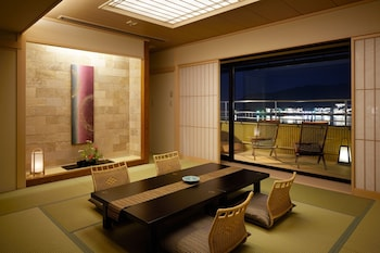 Japanese Western Style Deluxe Room with Open Air Bath, Lake View