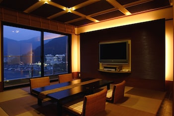 Modern Japanese Style Room with Open-air Bath, Lake View –Kohaku-