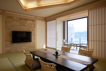 Japanese-Style Room with Open Air Bath, Lake View