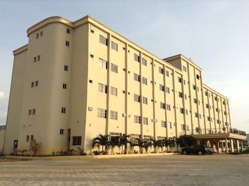 Pinnacle Hotels and Suites, Ebonyi