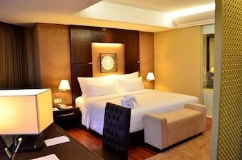 Junior Suite Pool View King Bed