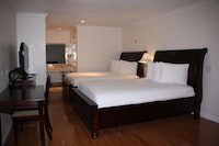 Room, 2 Queen Beds, Private Bathroom