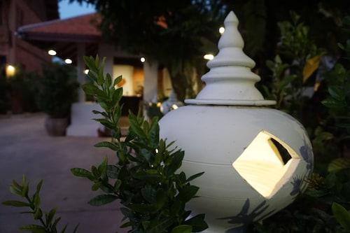 . Ruean Thai Hotel