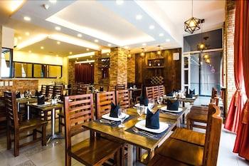 Jade Hotel and Suites Makati Breakfast Area