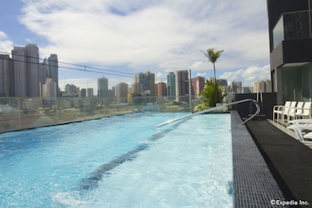 Jade Hotel and Suites Makati Outdoor Pool