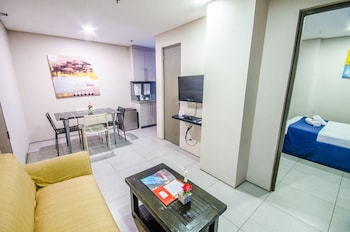 Jade Hotel and Suites Makati Guestroom