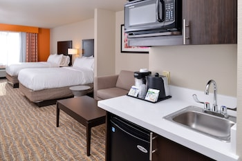 Suite, Accessible, Bathtub (Hearing, Mobility)