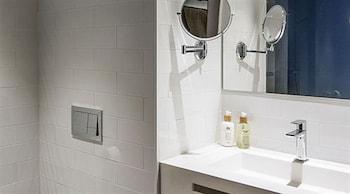 Yurbban Trafalgar Hotel - Bathroom  - #0