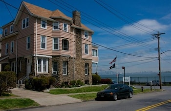 The Harbor House Bed & Breakfast