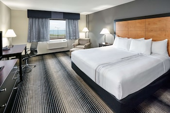 Standard Room, 1 King Bed, Non Smoking, Lake View
