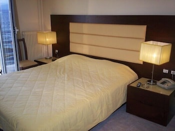 Single Room, Sea View