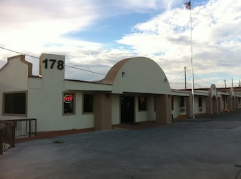 . Lakeview Inn & Suites