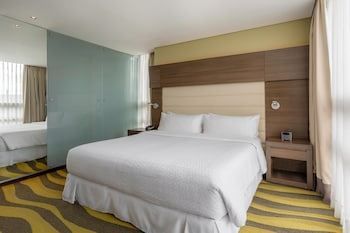 Executive Room, 1 King Bed, Non Smoking (Club Level)