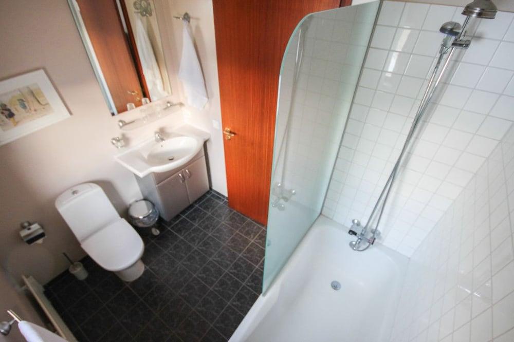 https://i.travelapi.com/hotels/10000000/9310000/9308400/9308348/4166265d_z.jpg
