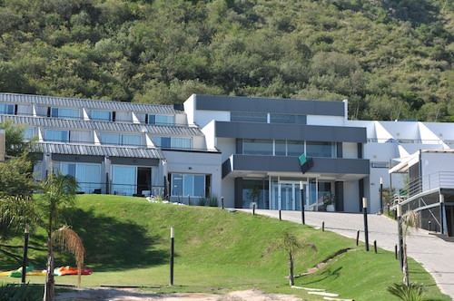 . Pinares Panorama Suites & Spa