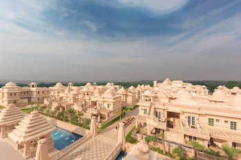 ITC Grand Bharat, a Luxury Col..