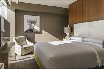Club Room, 1 King Bed (Club Access)