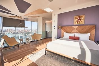 Duplex, 1 Twin Bed
