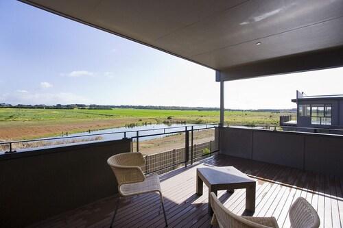 Beach & Golf Stays Torquay, Surf Coast - East