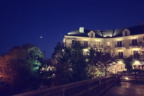 . Hotel NOVEMBER